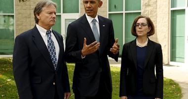 بالصور.. أوباما يصل ولاية أوريجون ويلتقى الناجين من حادث إطلاق النار وأسر الضحايا
