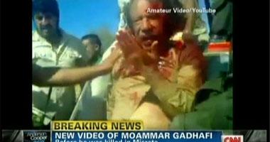العقيد معمر القذافى فى قبضة مقاتلى المجلس الانتقالى