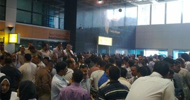 """بالصور.. أمناء شرطة مطار القاهرة يهددون باقتحام """"الصالا"""
