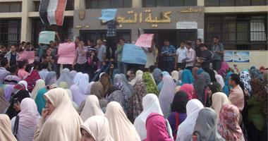 مظاهرة لطلاب جامعة الزقازيق ضد ارتفاع سعر الكتاب  الثلاثاء، 1 نوفمبر 2011 - 16:3 110201125181857