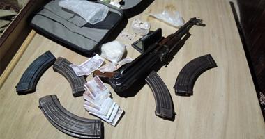 المعمل الكيماوى يفحص مواد مخدرة حازها صاحب محل هواتف فى الجيزة