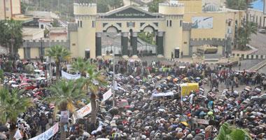 عاجل : أمن الإسكندرية يطلق اعيره ناريه و قنابل الغاز لتفريق آلاف السلفيين أمام المديرية 111201119225518