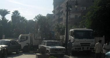 سيارات المحافظة تزرع الأشجار استعداداً لزيارة الرئيس