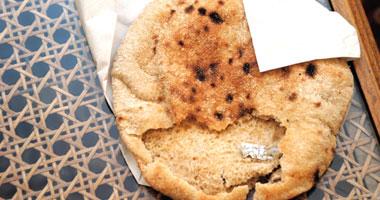 """""""العيش فيه رمل"""".. أهالى شارونة بالمنيا يطالبون بإصلاح منظومة الخبز"""