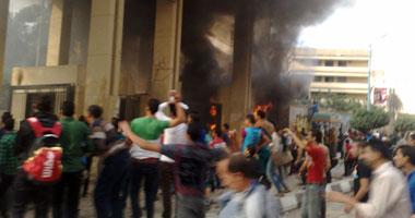 بالفيديو.. رئيس جامعة المنصورة يستدعى الأمن للسيطرة على شغب طلاب الإخوان