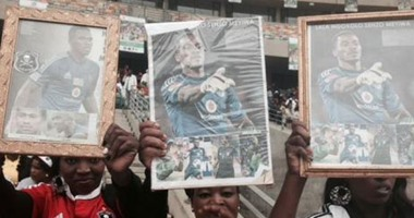 نخبة  من الرياضيين والسياسيين يتقدمون جنازة  قائد  جنوب أفريقيا