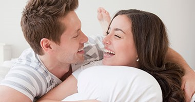 دراسة توصى الزوجات: تدفئة القدمين مفتاح نجاح 80% من علاقتك الجنسية