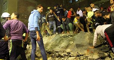 النيابة تنتقل لمعاينة موقع انهيار عقار بالمطرية