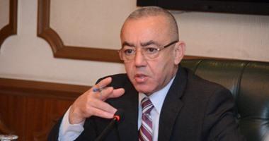 الطيار حسام كمال وزير الطيران المدنى