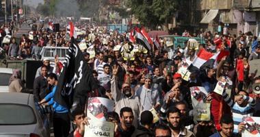أعضاء الإخوان يرفعون أعلام تنظيم داعش الإرهابى فى مسيرة بالمطرية