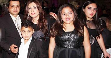 الفنان محمد هنيدى مع عائلته