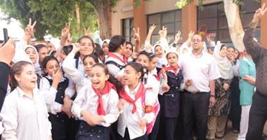 عودة 12 طالبا مشتبه فى إصابتهم بالحصبة لمدرسة سلوا الابتدائية بأسوان  اليوم السابع