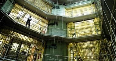 تايمز: عصابات من بينها الإخوان يجبرون السجناء على اعتناق الإسلام فى بريطانيا