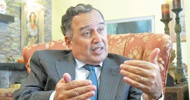 وزير الخارجية السابق نبيل فهمى يغادر إلى الإمارات