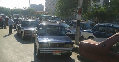 بالصور.. إضراب سائقى التاكسى بسوهاج اعتراضا على التعريفة