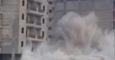 صحافة مواطن.. فيديو لحظة تفجير عقار مخالف على مصرف سموحة بالإسكندرية