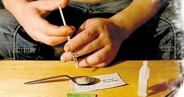 تحذير: 4 أسباب تقود ابنك لتعاطى المخدرات.. إزاى تعالج المشكلة؟