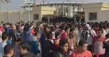 بالفيديو..الجماهير تواصل الزحف نحو برج العرب لحضور مباراة مصر وتشاد