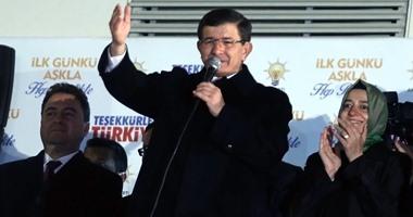 رئيس وزراء تركيا السابق يكشف عن نيته تأسيس حزب جديد.. وصحيفة: يبحث عن المال