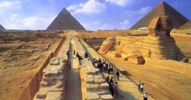 """""""الآثار"""" تنفى غلق منطقة الأهرامات أمام الزوار"""