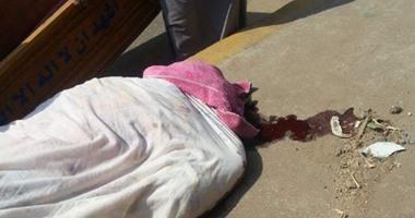 قامت رجال الشرطة-العثور على جثة شاب وزوجته بشقتهما بالطالبي