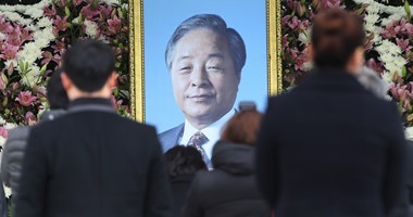 بالصور ..الآلاف يحتشدون لإلقاء نظرة الوداع على الرئيس الأسبق لكوريا الجنوبية
