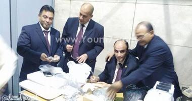 بالصور..ضبط سعودى بالمطار لمحاولته تهريب أدوية أسنان بنصف مليون جنيه