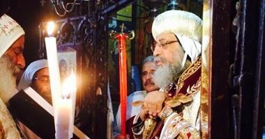البابا تواضروس يترأس قداس الجنازة على روح مطران القدس ظهر اليوم