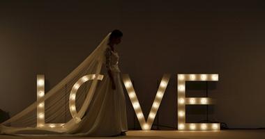 التحضيرات الأخيرة لعرض فساتين زفاف المصممة ماريا كريستينا فى أسبانيا