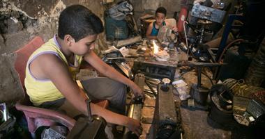 قانون العمل يحظر تشغيل الأطفال قبل بلوغهم 15 عامًا ويمنع عملهم ليلاً