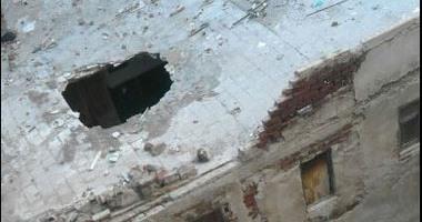 لجنة هندسة لمعاينة منزل بالمحلة بعد سقوط سقف حجرة بأحد الطوابق