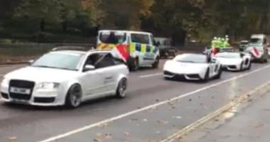 """بالفيديو.. سيارات تجوب شوارع لندن بالأعلام المصرية وتذيع """"تسلم الأيادى"""""""
