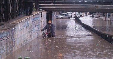 """""""صحافة المواطن"""".. مياه الأمطار تغرق نفقا للسيارات بدمنهور فى البحيرة"""
