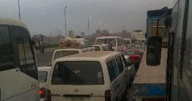 بالصور.. شلل مرورى أعلى الطريق الدائرى تجاه شبرا بسبب الأمطار