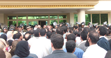 العاملون ببنك قناة السويس يهددون بالاعتصام بعد تجاهل مطالبهم