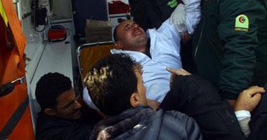 احد الجنود المختطفين بعد تحريره واسعافه اعلى الطريق الدائرى