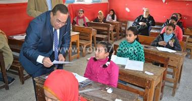 بالصور.. محافظ الإسماعيلية يتفقد لجان امتحانات الابتدائية والإعدادية