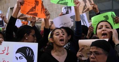 مناوشات بين أهالى وسط البلد وناشطات يتظاهرن تنديدا بمقتل شيماء الصباغ