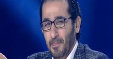 """بالفيديو.. أحمد حلمى يبكى على """"شهداء سيناء"""" فى برنامج أراب جوت تالنت"""