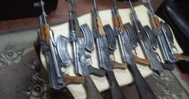 الداخلية تضبط سلاح ومخدرات وهاربين من أحكام فى المحافظات