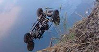 إنقاذ سائق من الموت على يد الأهالى بعد انقلاب سيارته بترعة أصفون بالأقصر