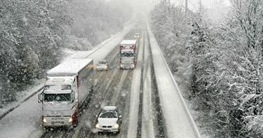 انقطاع الكهرباء عن 200 ألف أسرة فى شمال فرنسا بسبب عاصفة شتوية -