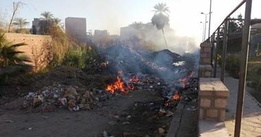 """شكوتك بصوتك.. مواطن يشكو من حرق الزبالة بالقطامية: """"عيالنا جالهم الربو"""""""