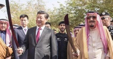 """الملك سلمان يرقص """"العرضة"""" مع الرئيس الصينى فى قصر المربع"""