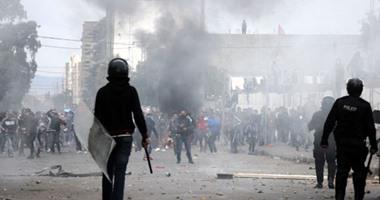 الأمن التونسى يشتبك مع محتجين بعد وفاة شاب داخل مركز للشرطة
