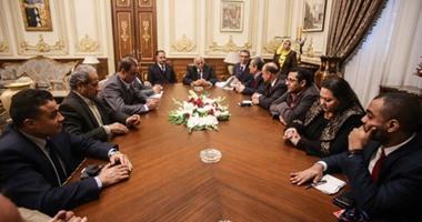 """بالصور.. """"وكيل البرلمان وهيكل والقعيد"""" يحضرون لقاء على عبد العال ومجلس نقابة الصحفيين"""