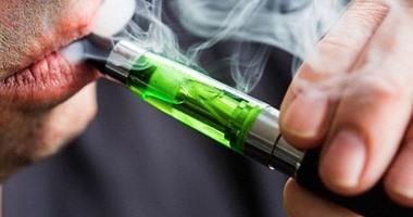 أمريكا تشن حملة ضد مصنعى وبائعى السجائر الإلكترونية وتهدد بحظرها