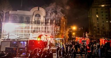 إيرانيون يقتحمون سفارة السعودية
