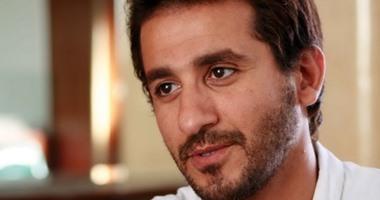 أحمد حلمى ينتج فيلم  الباب يفوت أمل  ويستبعد أحمد عيد من البطولة