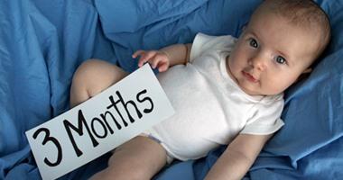b1ab5809195be مراحل تطور طفلِك فى شهره الثالث. طفل فى الشهر الثالث